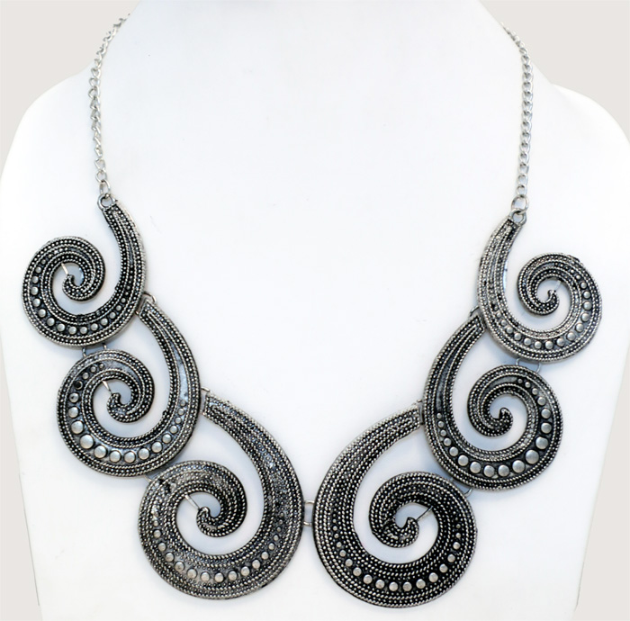 Chic Boho Jewelry Choker Necklace in Engraved Spiral Design